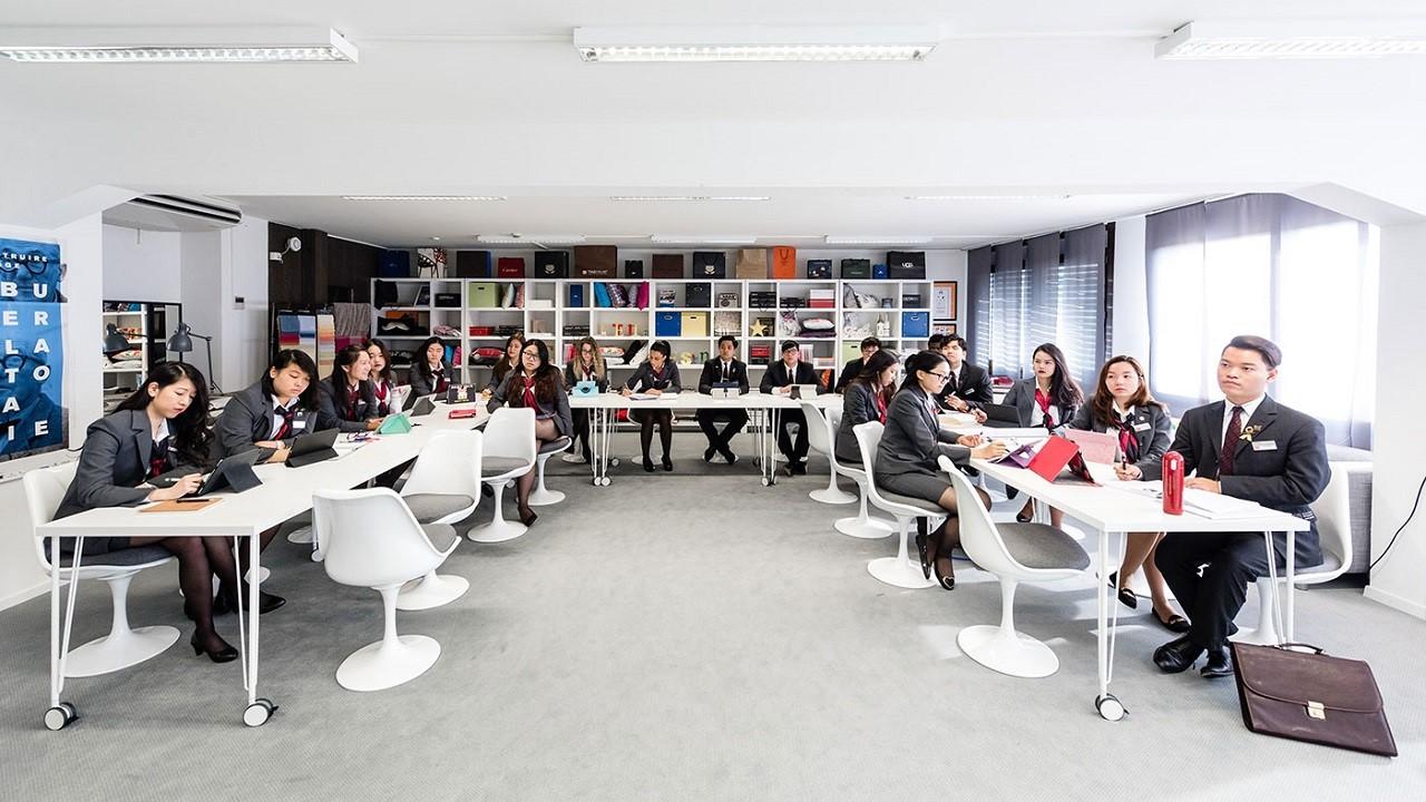 Sinh viên du học Thụy Sĩ sẽ được trường trang bị iPad phục vụ cho quá trình học tập
